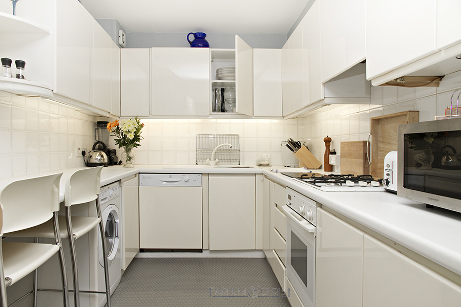 11-sgl-kitchen.jpg